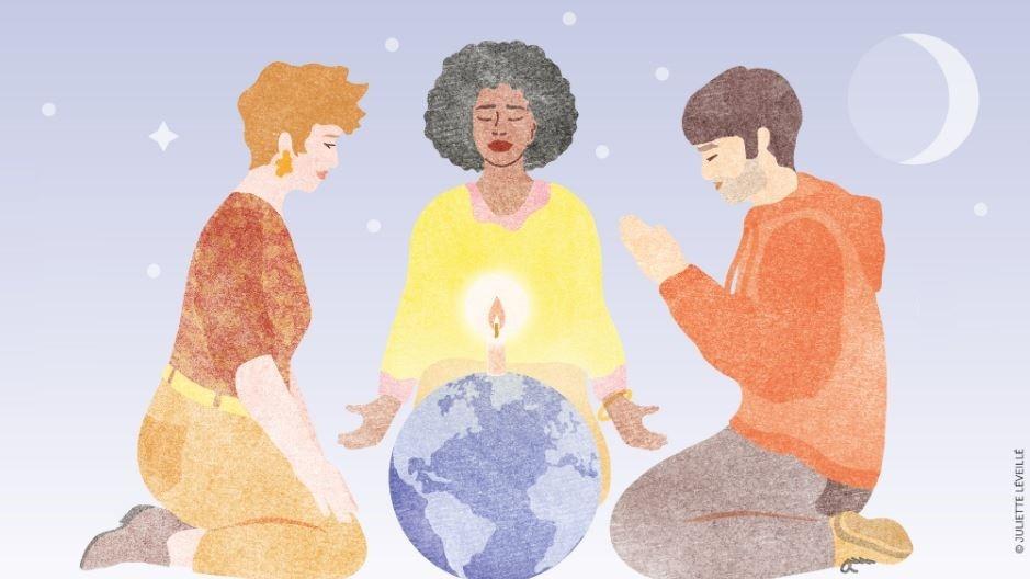 Un groupe de trois personnes prie autour d'un globe représentant la planète terre