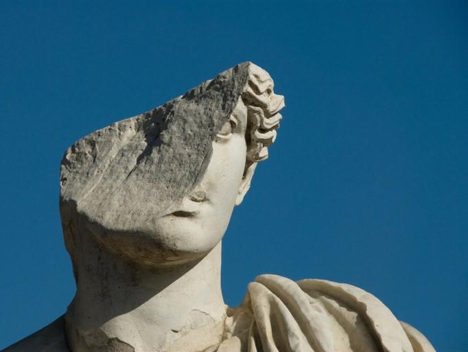 Les statues tombent