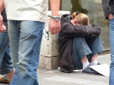 Les enfants et jeunes adultes sont de plus en plus pauvres