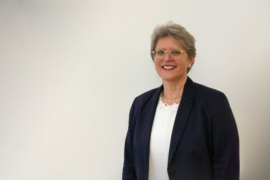 Rita Famos élue à la tête de l'Église évangélique réformée de Suisse