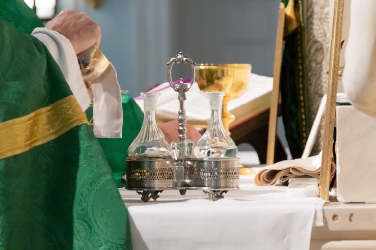 Église catholique: la guerre des messes est relancée