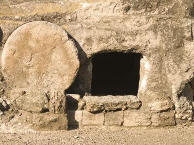 « Jésus sort de la tombe »