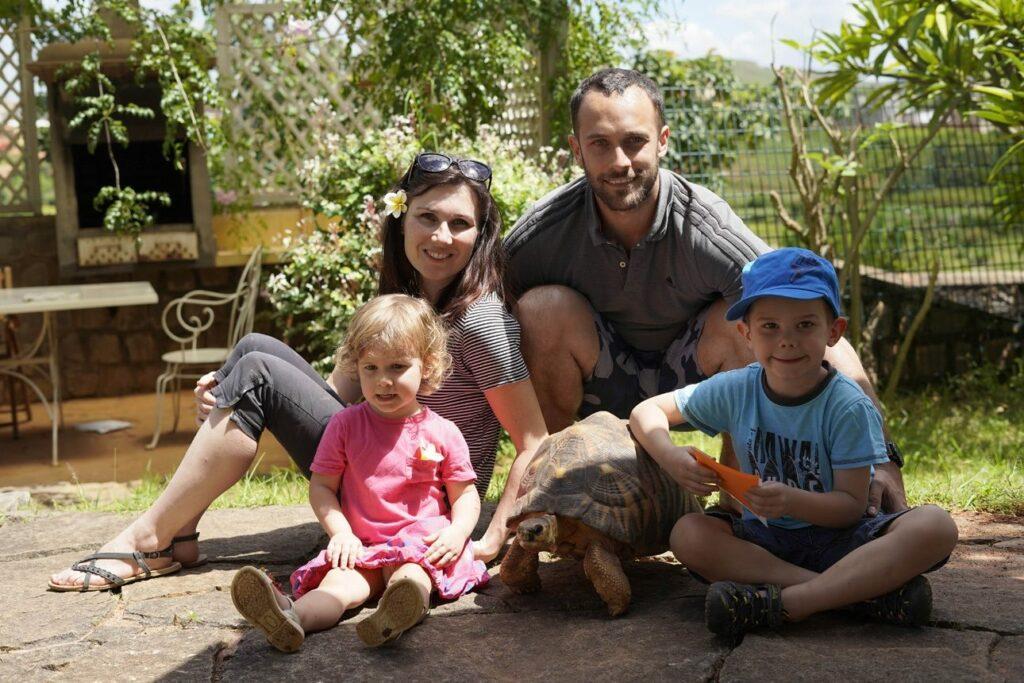 Ils quittent tout pour ouvrir un orphelinat à Madagascar